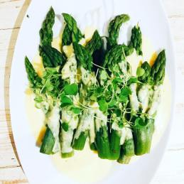 asparagus with hollandaise